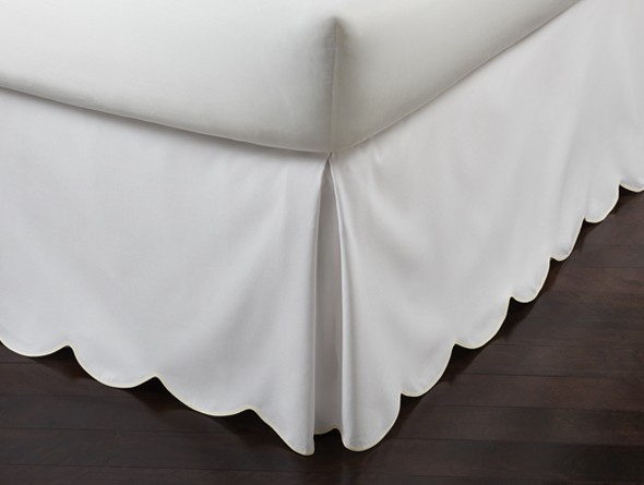 pique_scalloped_bedskirt_pearl