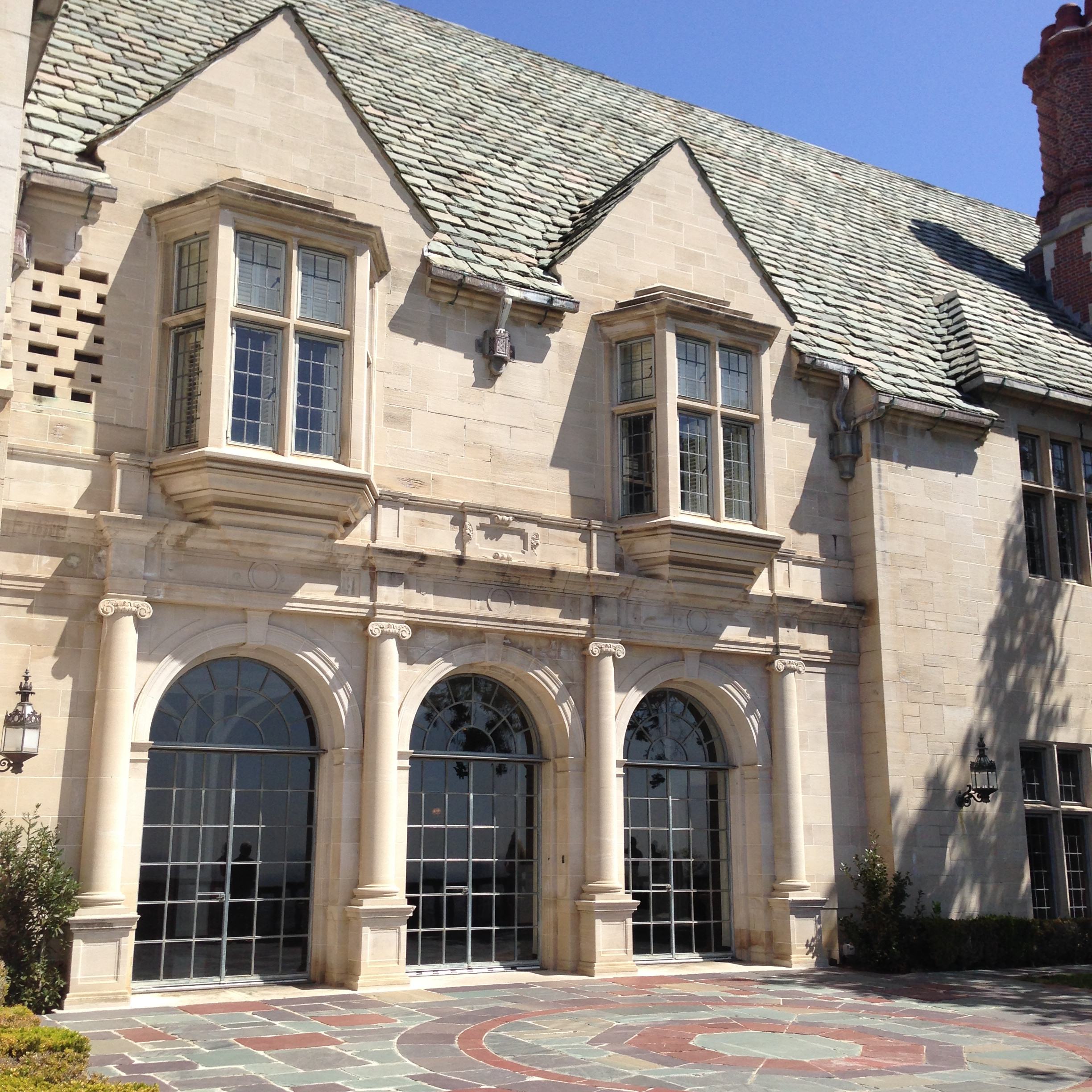The mysterious magnificent greystone mansion catherine for The greystone